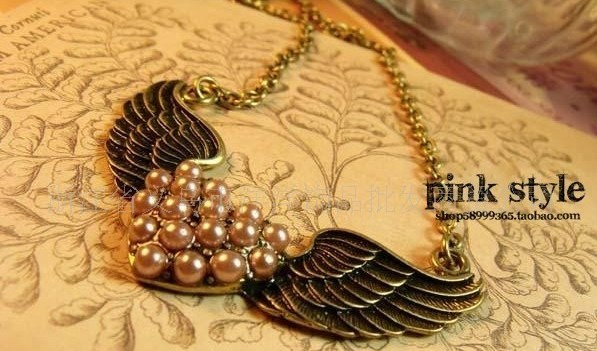 Invisible wings peach heart pearl necklace